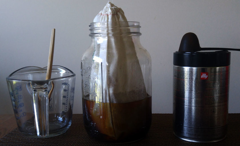 Brewing cold coffee with a bag